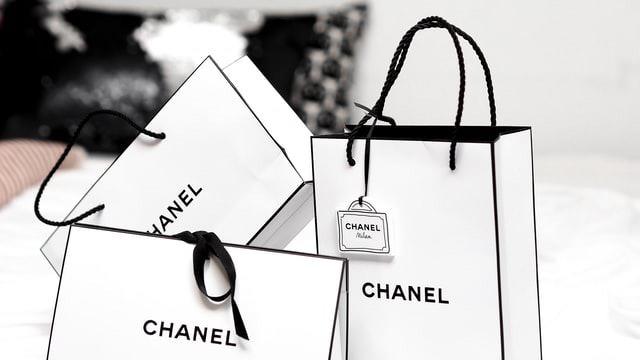 シャネルのショッピングバッグ